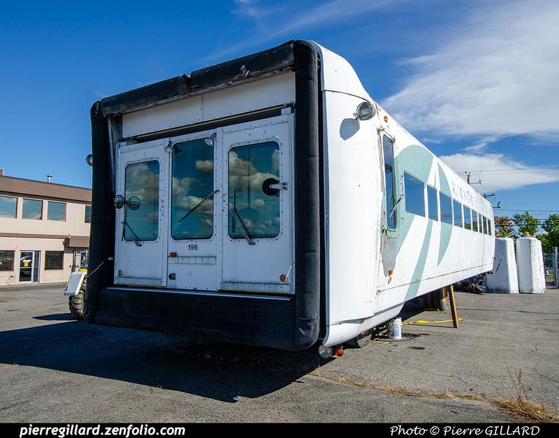 Pierre GILLARD: 2021-09-16 - Arrivée de véhicules transbordeurs de l'aéroport de Mirabel &emdash; 2021-714802