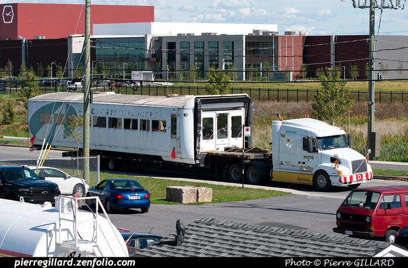 Pierre GILLARD: 2021-09-16 - Arrivée de véhicules transbordeurs de l'aéroport de Mirabel &emdash; 2021-902096