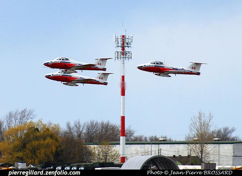 """Pierre GILLARD: 2020-05-07 - """"Opération Inspiration"""" des Snowbirds à Montréal et Saint-Hubert &emdash; 2020-JPB-0098"""