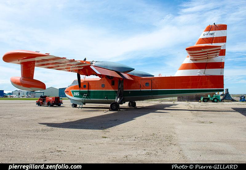 Pierre GILLARD: Canadair CL215 &emdash; 2020-427074