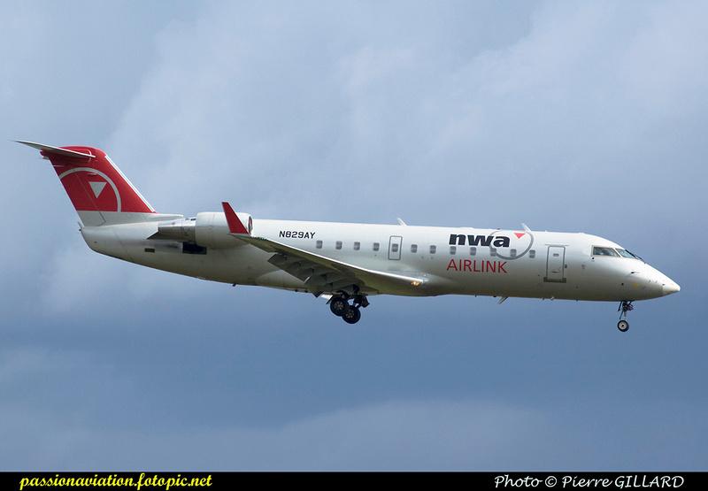Pierre GILLARD: Northwest Airlines &emdash; 004471