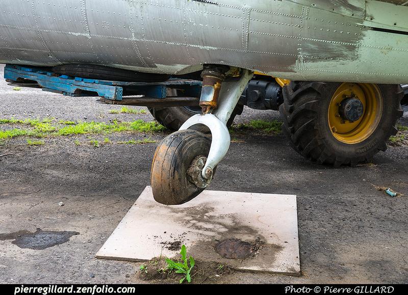 Pierre GILLARD: 2017-07-14 - Démontage de la roulette de queue du DC-3 C-FDTD &emdash; 2017-611901