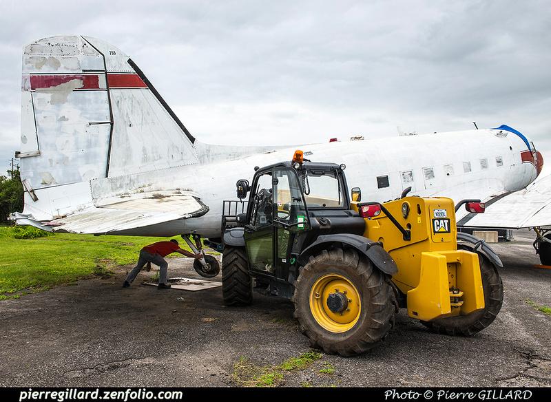 Pierre GILLARD: 2017-07-14 - Démontage de la roulette de queue du DC-3 C-FDTD &emdash; 2017-611905
