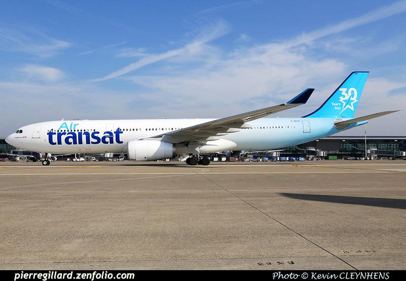 Pierre GILLARD: Air Transat &emdash; 030272