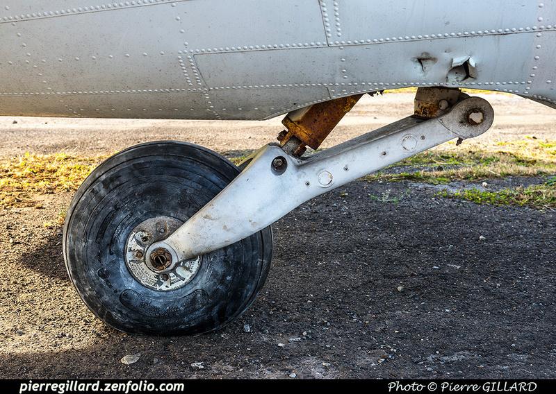 Pierre GILLARD: 2017-10-21 - Réparation et réinstallation de la roulette de queue du DC-3 C-FDTD &emdash; 2017-615396