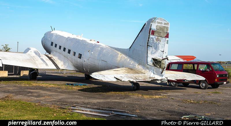 Pierre GILLARD: 2017-10-21 - Réparation et réinstallation de la roulette de queue du DC-3 C-FDTD &emdash; 2017-615402