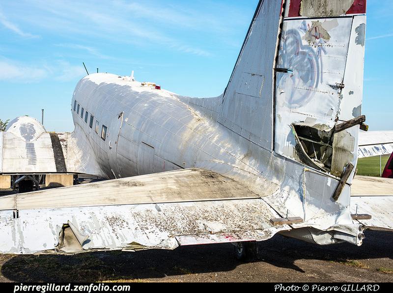 Pierre GILLARD: 2017-10-21 - Réparation et réinstallation de la roulette de queue du DC-3 C-FDTD &emdash; 2017-615403
