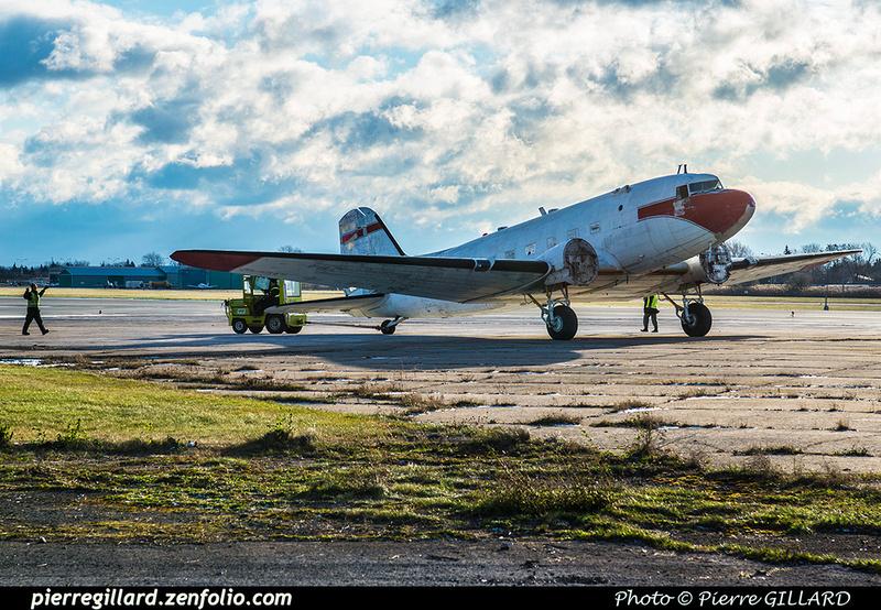 Pierre GILLARD: 2017-11-20 - Déplacement du DC-3 C-FDTD au FBO H-18. &emdash; 2017-615976