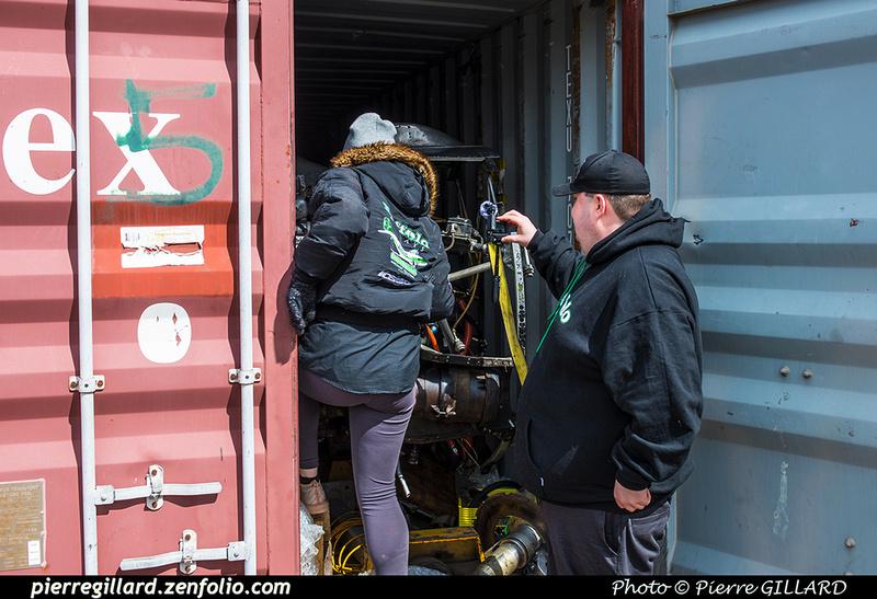 Pierre GILLARD: 2019-04-06 - Plane Savers - Ouverture du conteneur avec les pièces nécessaires à la restauration du DC-3 C-FDTD &emdash; 2019-620968