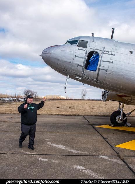 Pierre GILLARD: 2019-04-06 - Plane Savers - Ouverture du conteneur avec les pièces nécessaires à la restauration du DC-3 C-FDTD &emdash; 2019-620979