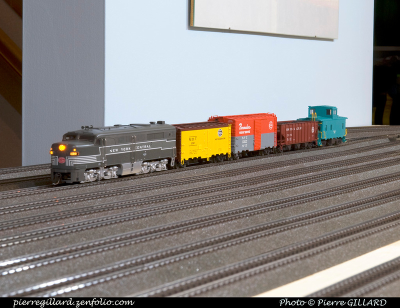 trains miniatures. Black Bedroom Furniture Sets. Home Design Ideas
