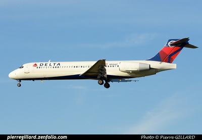 Pierre GILLARD: Delta Air Lines & Delta Connection &emdash; 2015-413279
