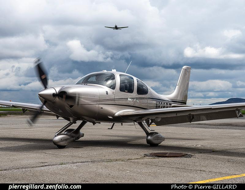 Pierre GILLARD: 2017-05-08 et 09 - Présentation du Cirrus SF50 Vision Jet chez Aeroteknic &emdash; 2017-610827