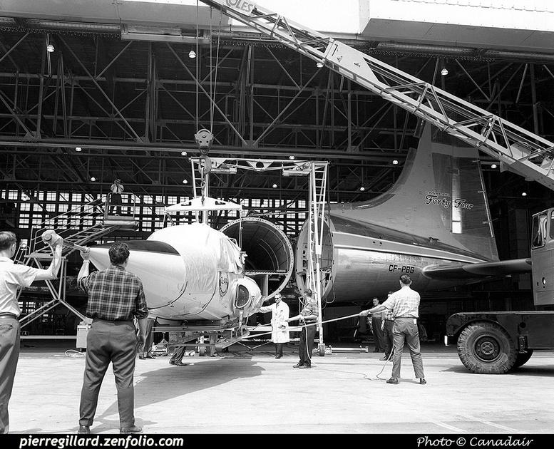 Pierre GILLARD: Canada - Canadair &emdash; 008024