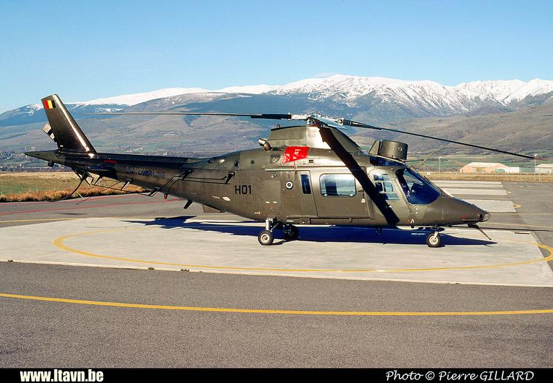 Pierre GILLARD: Aéronefs : Agusta A109BA &emdash; H01-020175