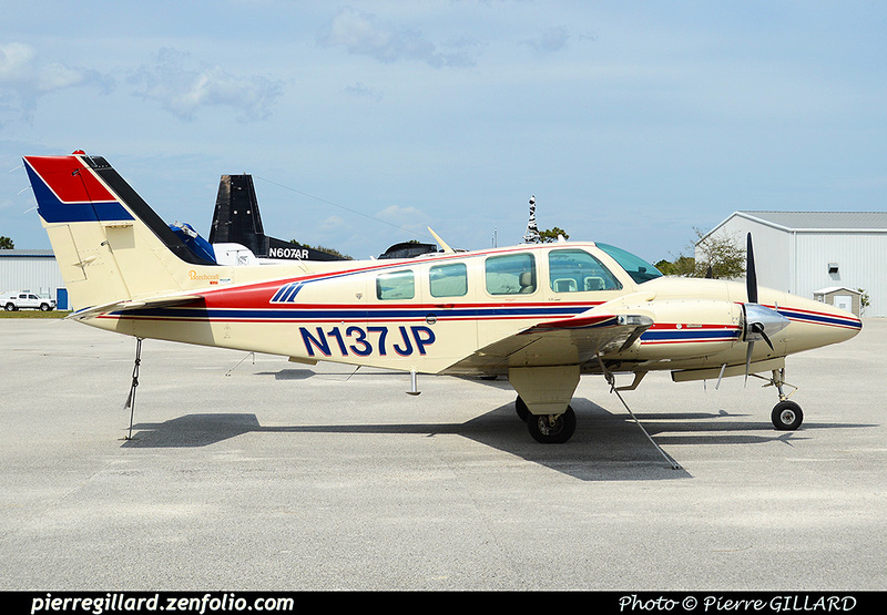 Pierre GILLARD: Private Aircraft - Avions privés : U.S.A. &emdash; 2016-510236